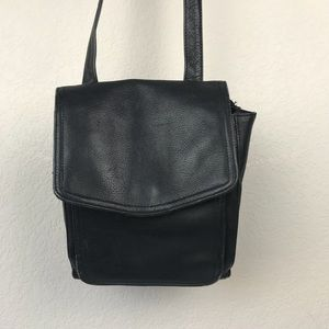 Fossil 100% leather black minimal crossbody purse